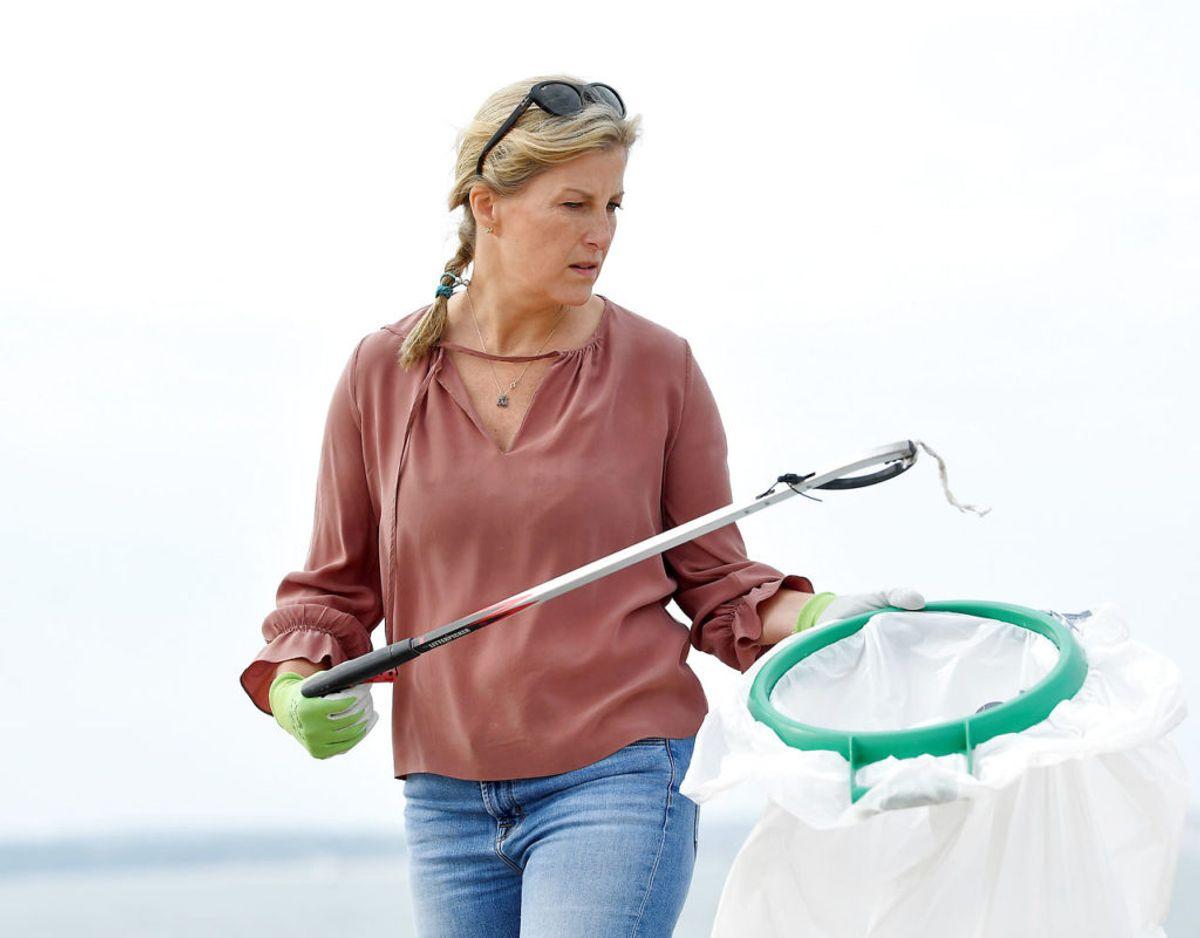 Grevinden hører til de flittigste medlemmer af det britiske kogehus. For nylig bidrog hun blandt andet til at rengøre de britiske strande. Klik videre i galleriet for flere billeder. Foto: Scanpix/REUTERS/Toby Melville/Pool