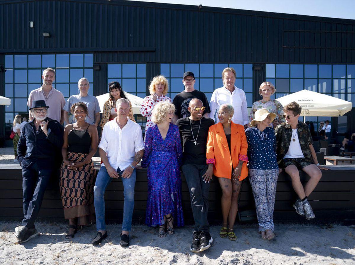 Øverst fra venstre: Rasmus Walter, Søs Fenger, Kwamie Liv, Annika Aakjær, Lau Højen, Lars Lilholt, Stine Bramsen. Nederst fra venstre: Lars H.U.G, Ida Corr, Anders Blichfeldt, Dorthe Gerlach, Wafande, Barbara Molko, Anne Dorte Michelsen og Mads Langer ved TV 2's pressemøde som præsentere tiende sæson af 'Toppen af poppen', hvor 25 af de største danske musikere og tidligere medvirkende mødes og fortolker hinandens hits på kryds og tværs i syv helt nye jubilæumsprogrammer. Tirsdag den 18 august 2020. (Foto: Liselotte Sabroe/Ritzau Scanpix)