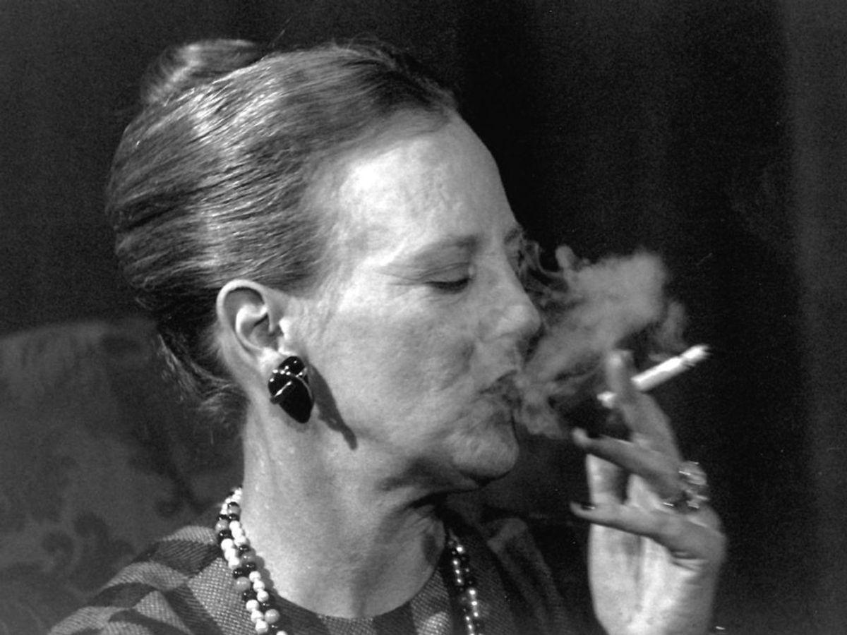 Dronningen er ryger, og derfor er flere harm over, at hun er protektor for Lungeforeningen. Foto: Ritzau Scanpix/ Arkiv
