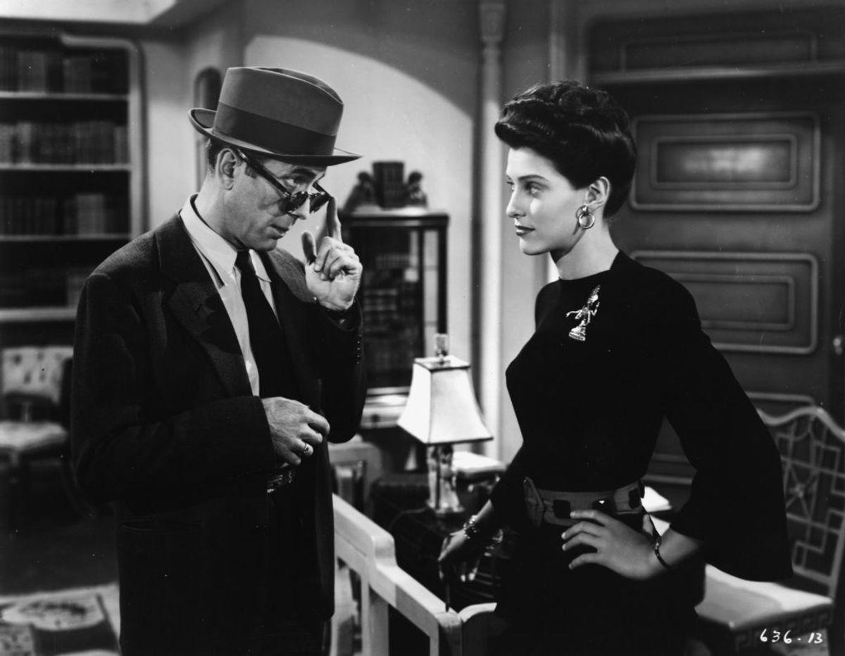 Sonia Darrin ses her sammen med Humphrey Bogart i filmen The Big Sleep. Foto: Scanpix/