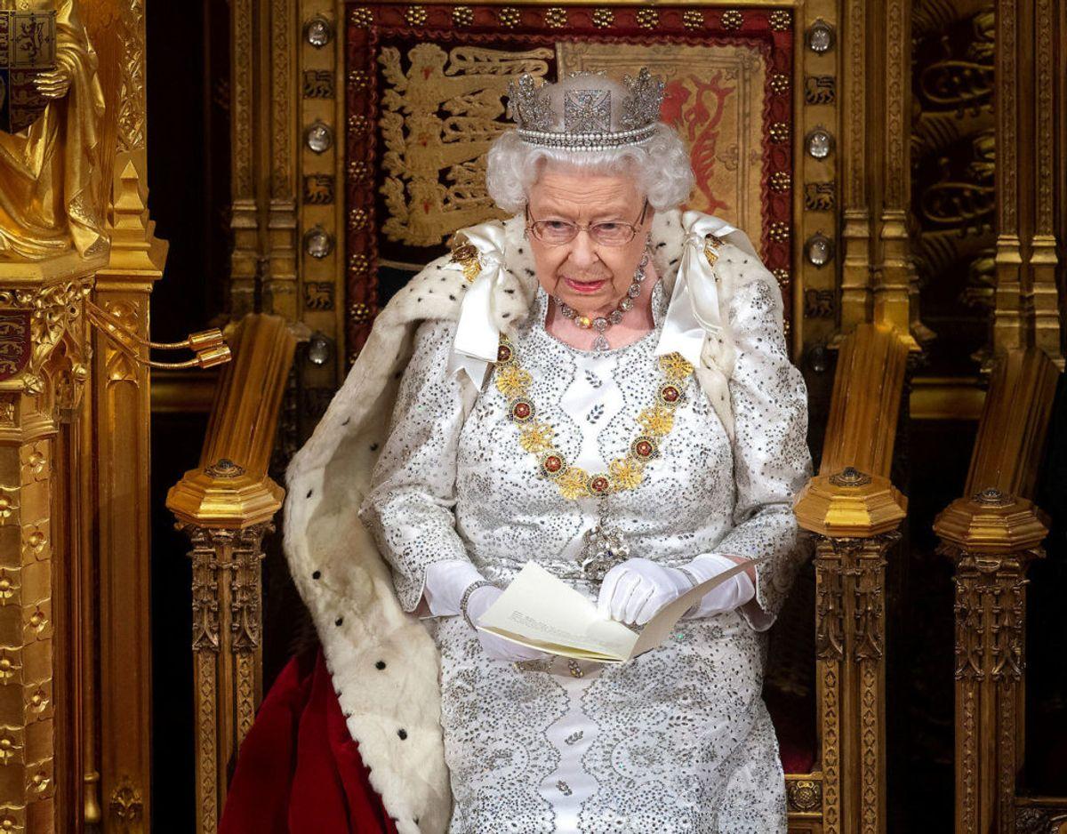Lørdag den 18. juli rundede dronning Elizabeth en imponerende milepæl. Her havde hun siddet på den britiske trone i ikke mindre end 25.000 dage. Klik videre i galleriet for flere billeder. Foto: Scanpix/Victoria Jones/Pool via REUTERS