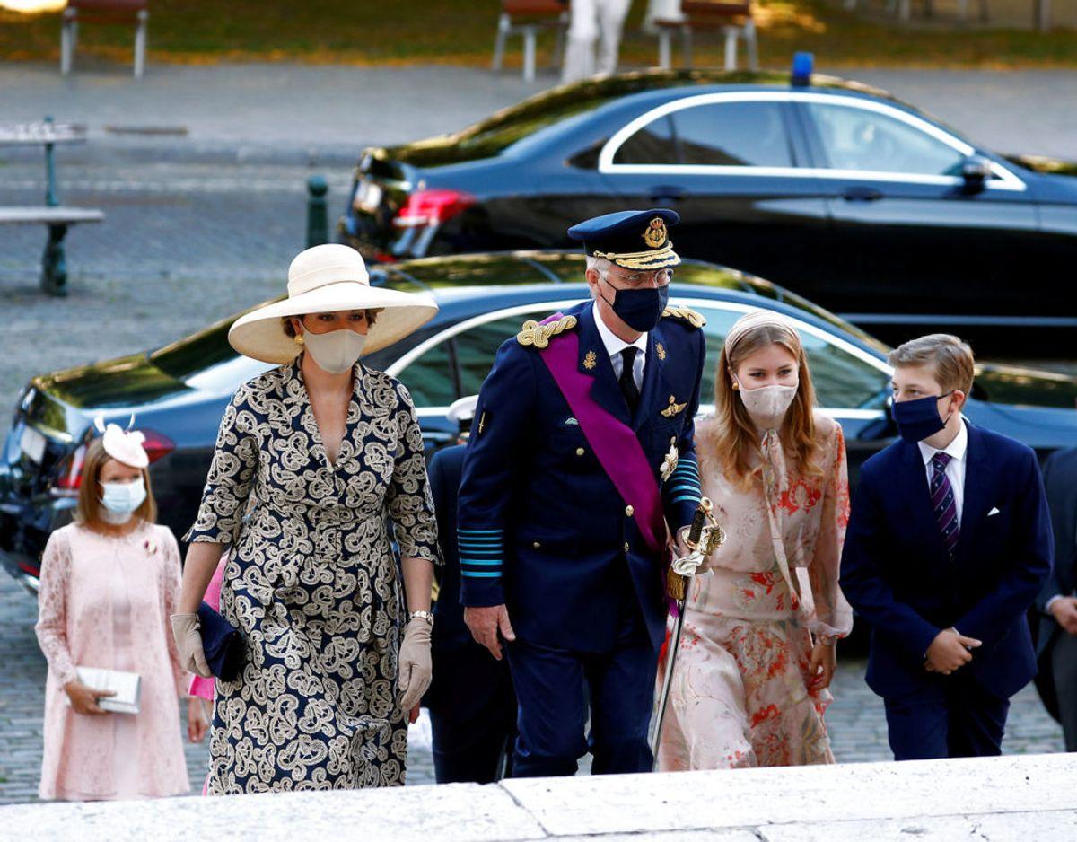 Den kongelig familie nakommer til gudstjenesten i katedralen i Bruxelles. Klik videre i galleriet for flere billeder. Foto: Scanpix/REUTERS/Francois Lenoir