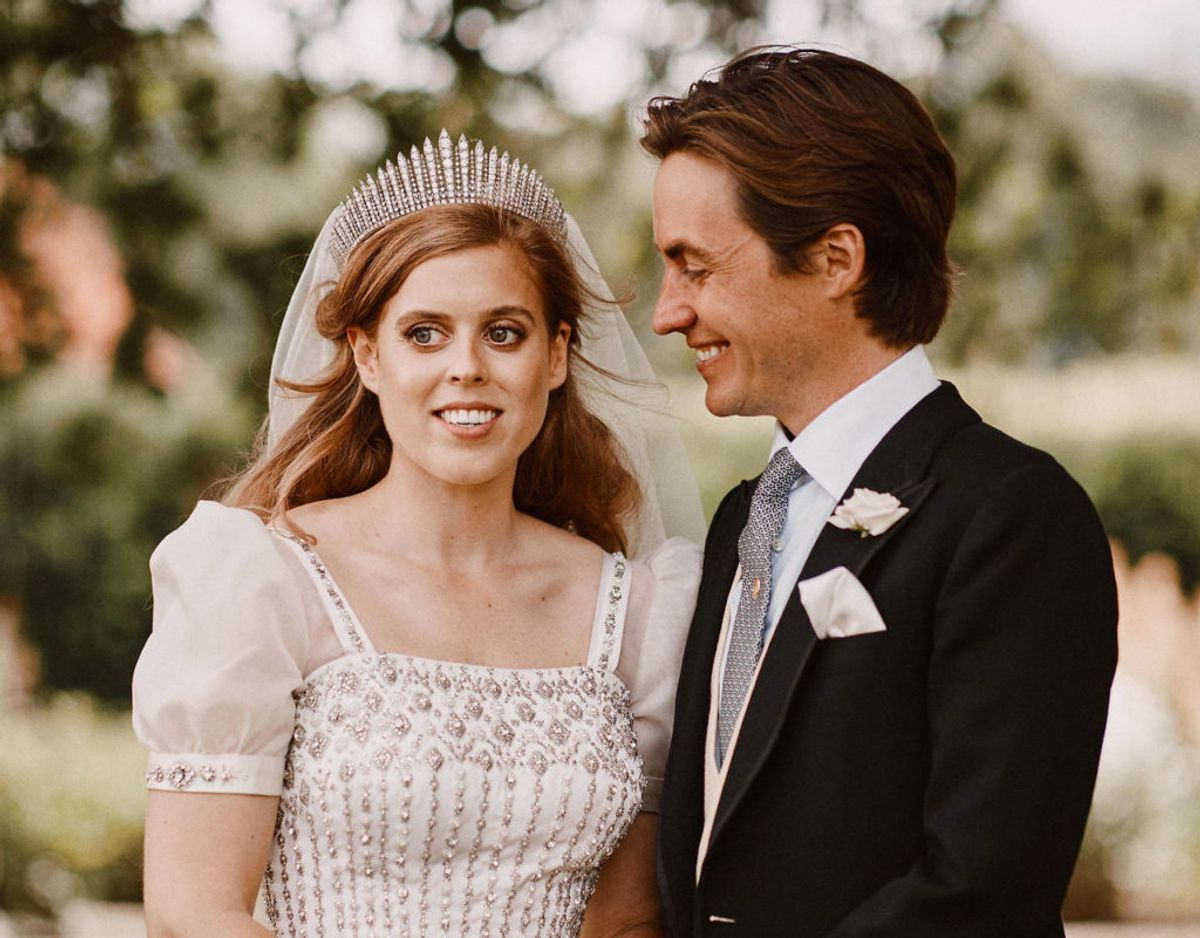 Prinsessen bar ved sit bryllup den selvsamme tiara, som dronningen havde på da hun blev gift med prins Philip den 20. november 1947. Klik videre i galleriet for flere billeder. Foto: Scanpix/Benjamin Wheeler/Pool via REUTERS
