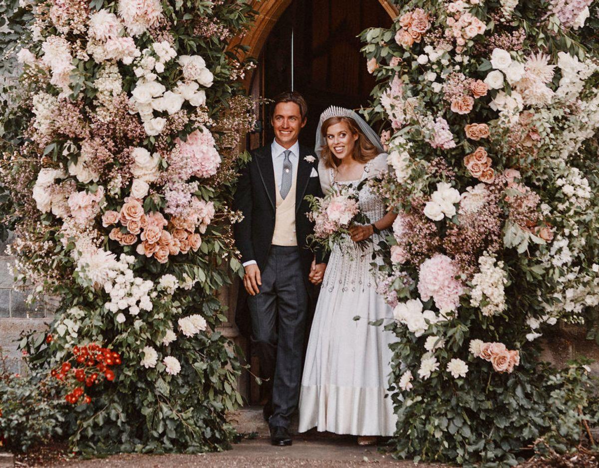 Smilene var ikke til at tage fejl af, men der var altså ingen spor af brudens far på de officielle billeder. KLIK VIDERE OG SE SELV DETALJERNE. Foto: Benjamin Wheeler/Pool/Scanpix