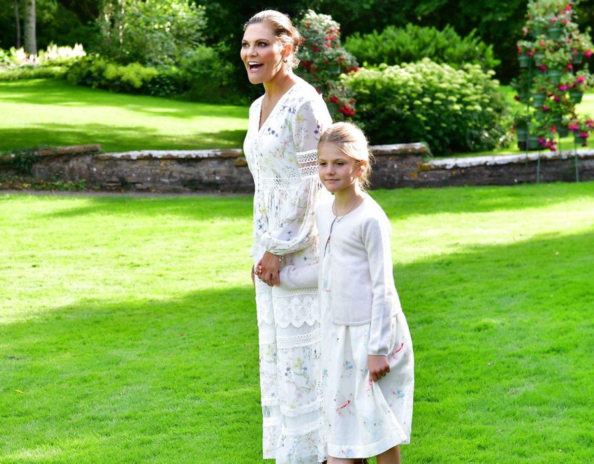 Mor og datter i matchende kjoler. Klik videre i galleriet for flere billeder. Foto: Scanpix/Jonas Ekströmer / TT