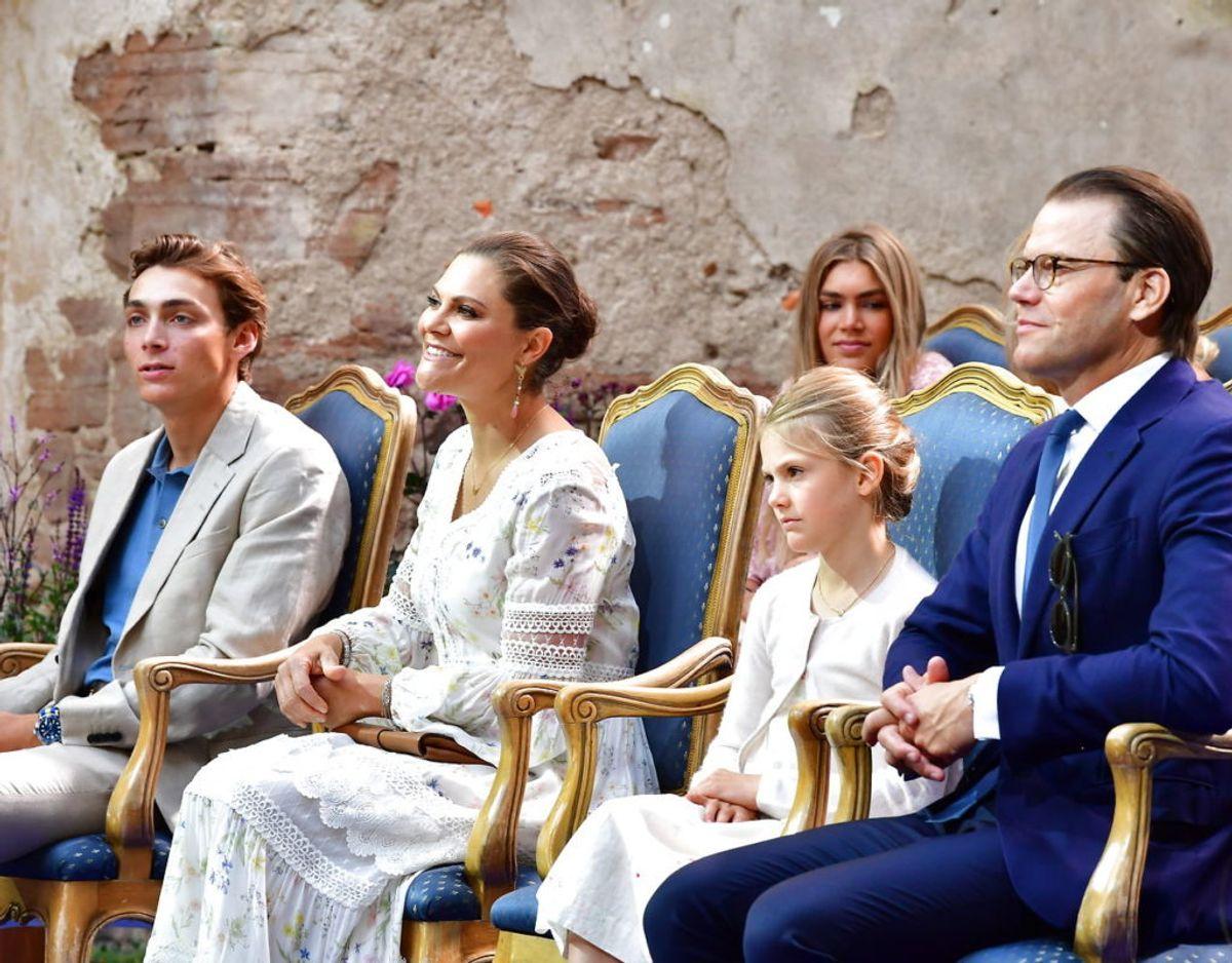 Familien, med prinsesse på ærespladsen mellem mor og far, ved koncerten. Klik videre i galleriet for flere billeder. Foto: Scanpix/Jonas Ekströmer / TT