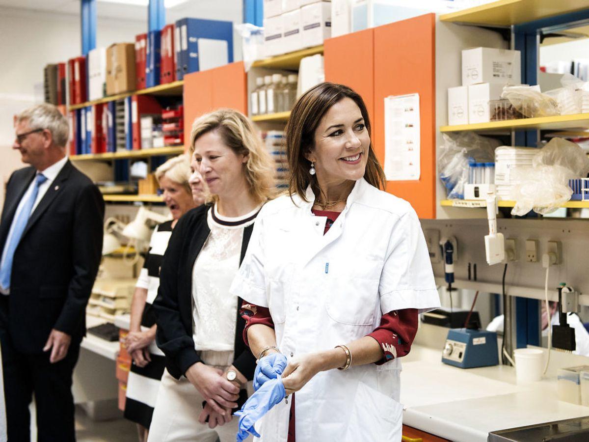 Kronprinsesse Mary besøger også ofte forskellige steder i landet. Her besøger hun Herlev Hospital, hvor hun skal deltage i indvielsen af Nationalt Center for Immunterapi. Foto: Sarah Christine Nørgaard / Scanpix
