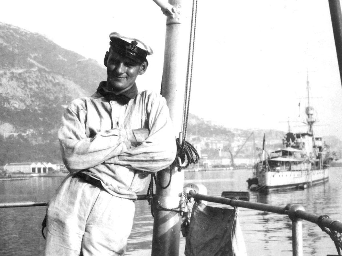 1919: Kong Frederik den 9. som kronprins, på togt med Valkyrien. Foto: SCANPIX