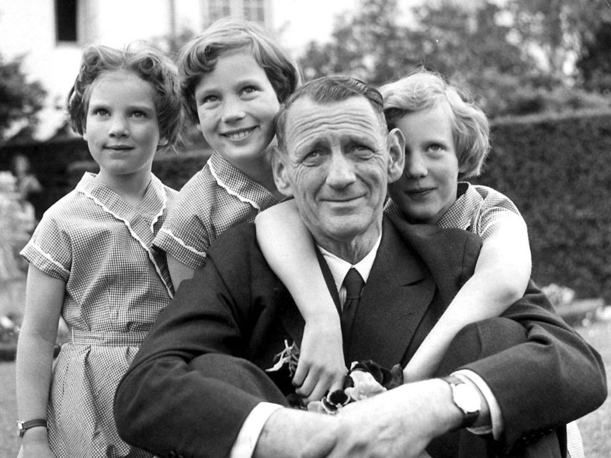 1949: Kong Frederik den 9. med sine tre døtre, fra venstre prinsesse Anne-Marie, prinsesse Benedikte og prinsesse Margrethe. Foto: Inga Aistrup / SCANPIX
