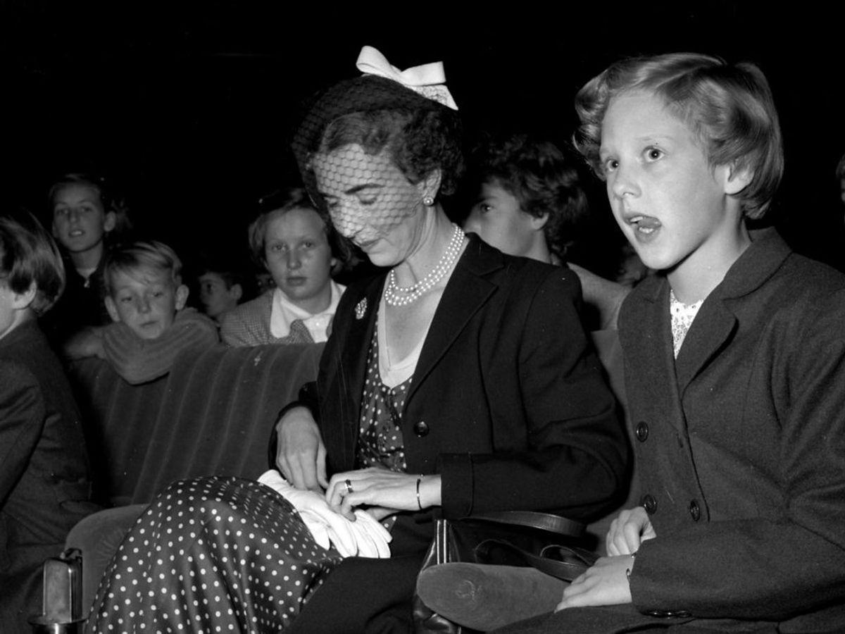 1952: Dronning Ingrid og prinsesse Margrethe i biografen og se Grønlandsfilmen. Foto: Allan Moe / SCANPIX