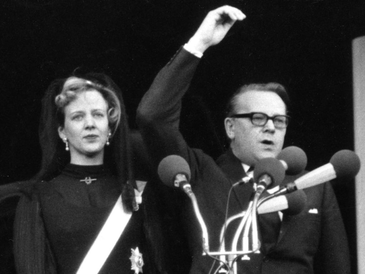 1972: Statsminister Jens Otto Krag udråber Tronfølgeren, Prinsesse Margrethe, til Danmarks Dronning efter Kong Frederik den 9.'s død. Foto: Aage Sørensen / SCANPIX