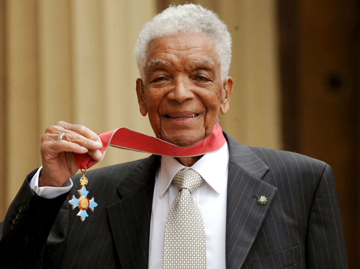 I 2006 blev han udnævnt til Commander of the Most Excellent Order of the British Empire. Han modtog medaljen af prins Charles. Foto: Anthony Devlin/PA Images/Ritzau Scanpix/ Arkiv
