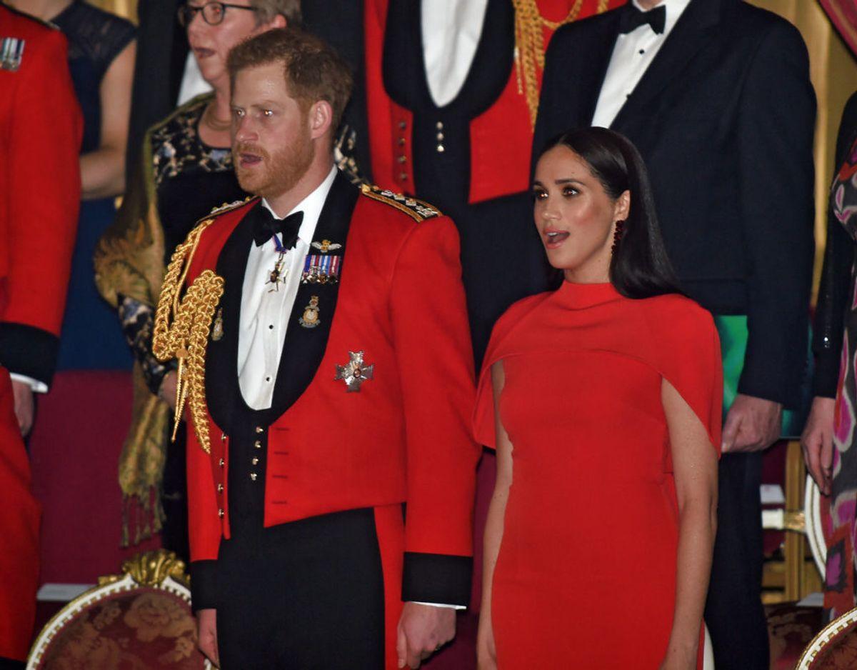 Harry og Meghan fratrådte som fremtrædende medlemmer af den britiske kongefamilie med udgangen af marts måned. Dermed frasagde de sig også retten til at benytte deres royale titler i privat regi. Foto: Scanpix/Eddie Mulholland/Pool via REUTERS