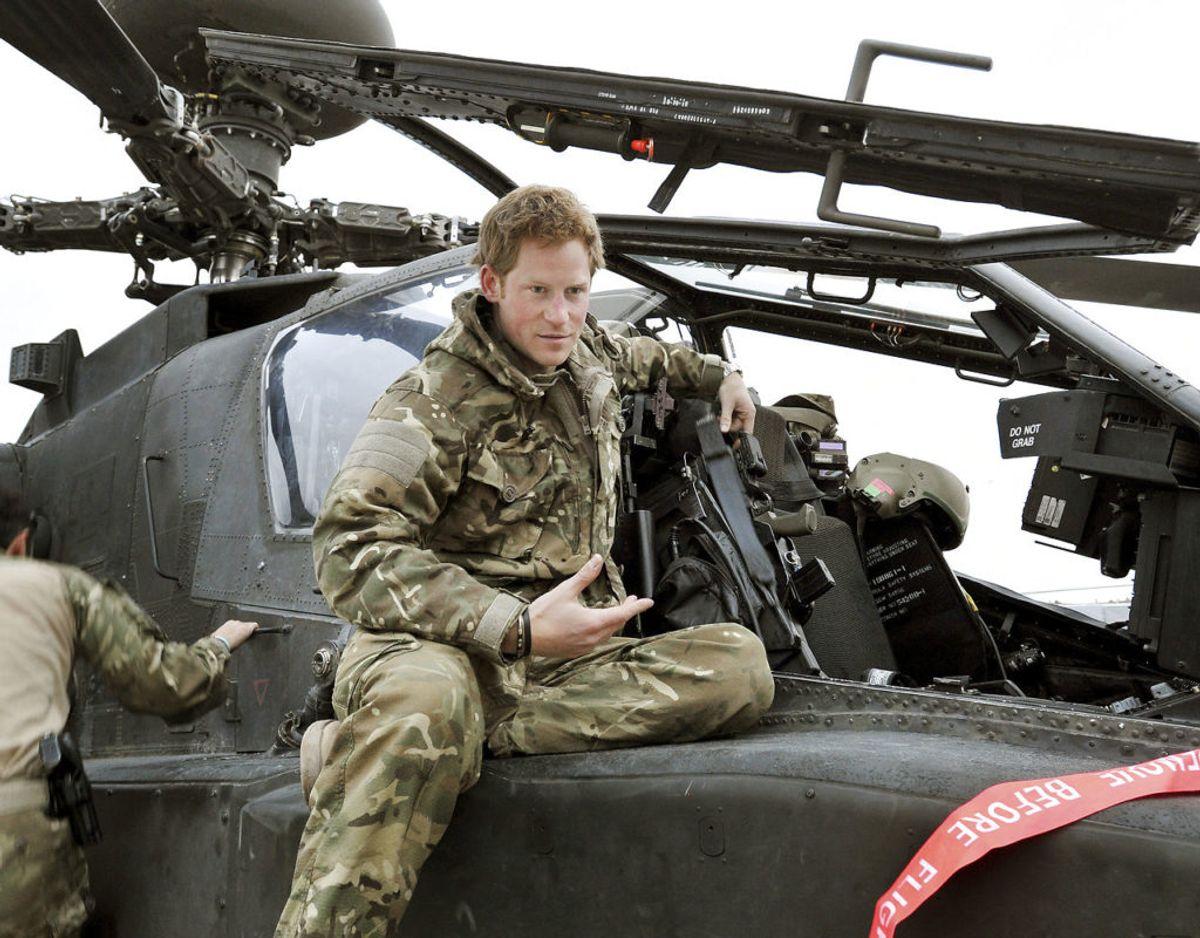 Harry er uddannet kamp-helikopterpilot og har været i aktiv tjeneste som sådan. Klik videre for flere billeder. Foto: Scanpix/REUTERS/John Stillwell/Pool/Files