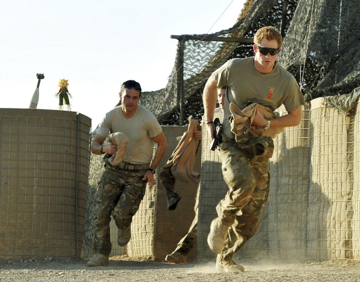 Prinsen har været udsendt i aktiv tjeneste i Afghanistan. Klik videre for flere billeder. Foto: Scanpix/REUTERS/John Stillwell/Pool/Files