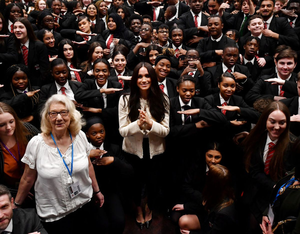 Meghan fejrede kvindernes internationale kampdag med eleverne på Robert Clack School i Dagenham. Foto: Ben Stansall/Pool via REUTERS