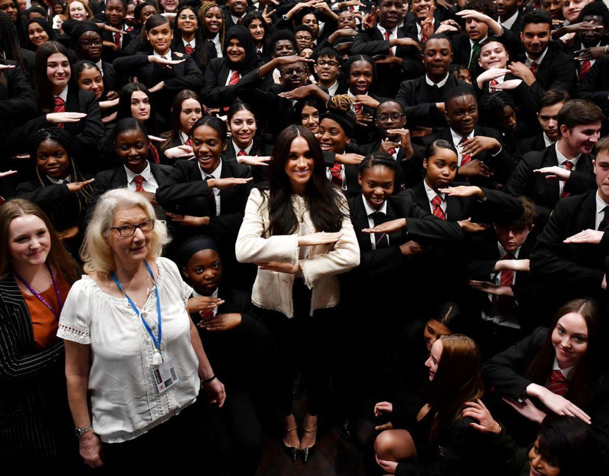 Meghan fejrede kvindernes internationale kampdag med eleverne på Robert Clack School i Dagenham. KLIK VIDERE OG SE FLERE BILLEDER. Foto: Ben Stansall/Pool via REUTERS