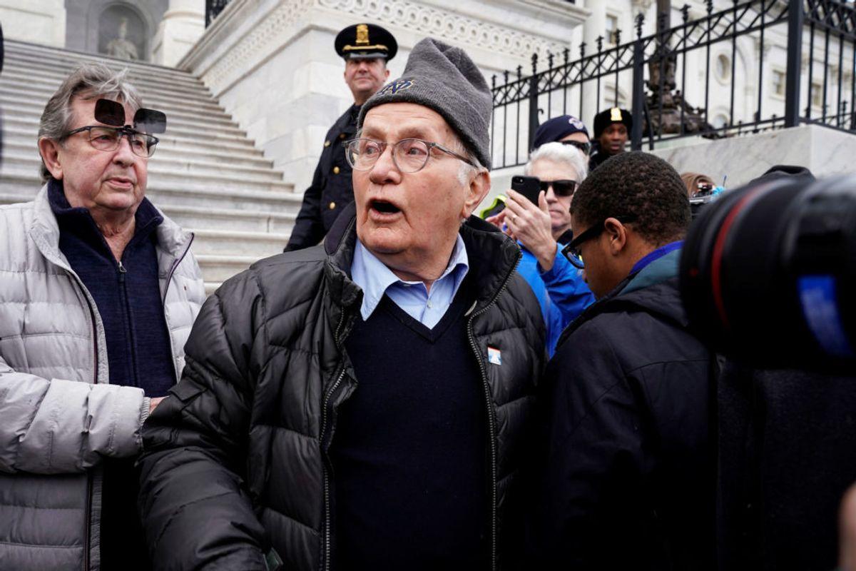 På en klar førsteplads – med hele 66 anholdelser – skuespilleren Martin Sheen. Det skal dog bemærkes, at alle 66 tilfælde er for 'civil ulydighed', da Sheen har været en stor del af aktivistbevægelsen. Foto: Joshua Roberts/Scanpix.