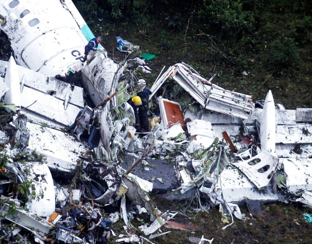 29. november 2016: 19 af 24 spillere fra den brasilianske fodboldklub Chapecoense dør under et flystyrt. Det sker, da holdet er på vej til en kamp i Colombia. Chapecoense var på vej til byen Medellin for at spille den første af to finalekampe i turneringen Copa Sudamericana – Sydamerikas pendant til Europa League. Holdet flyver med et charterfly fra Bolivia, men når aldrig frem, da flyet styrter ned. I alt 71 af de 77 personer, der er om bord på flyet, omkommer. Foto: Scanpix