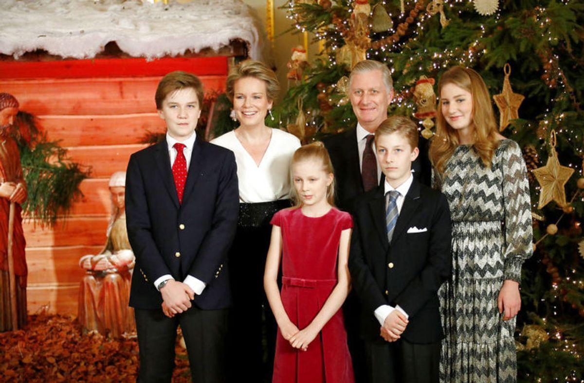 Kronprinsesse Elisabeth (længst th.) er i dag 17 år gammel. Hun skal en dag arve tronen fra sin far, kong Philippe. Hun går i skole i Wales. (Foto: Scanpix)