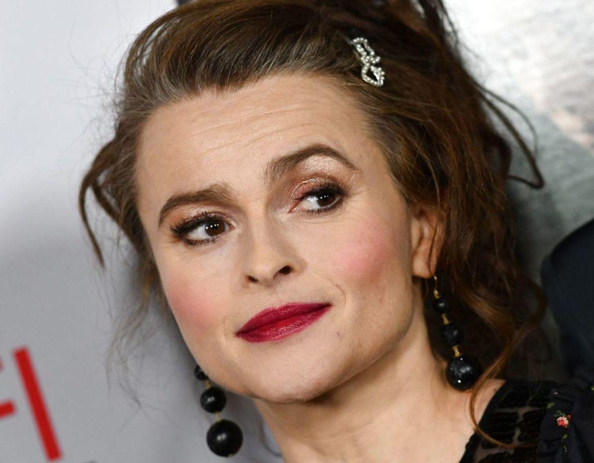 Helena Bonham Carter havde måske drukket lige rigeligt, da hun spurgte prins William, om han ville være gudfar for hendes datter. KLIK VIDERE og se flere billeder. Foto: Scanpix