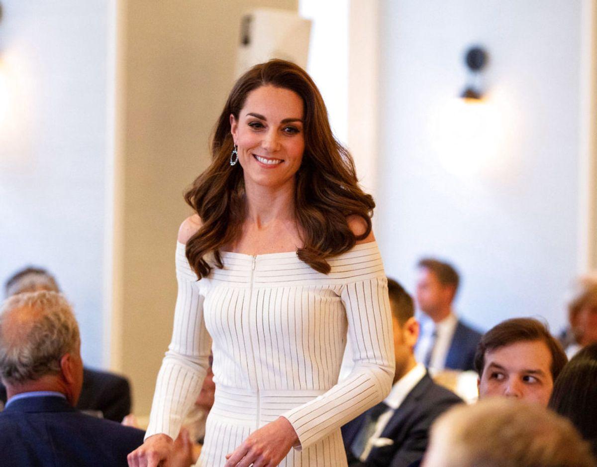 Det er ikke så lige til at være kongelig og gå på pub uden, et bliver bemærket. Men det lykkesdes forleden for hertuginden af Cambridge. Klik videre for flere billeder. Foto: Scanpix/Ian Vogler/Pool via REUTERS