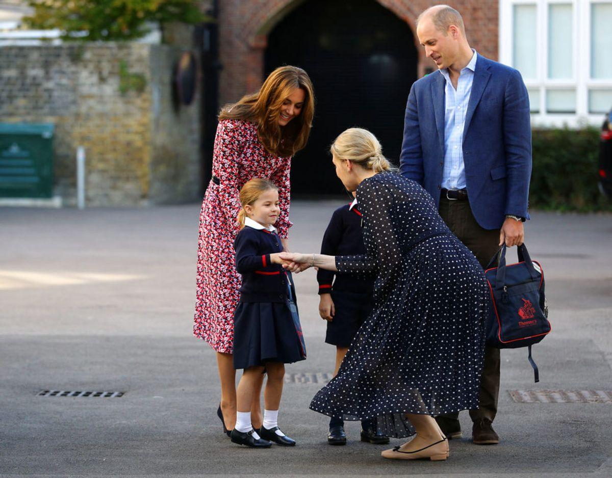 Prinsesse Charlotte var ledsaget af begge sine forældre, da hun startede i skolen den 5. september. Klik videre for flere billeder. Foto: Scanpix/Aaron Chown/Pool via REUTERS