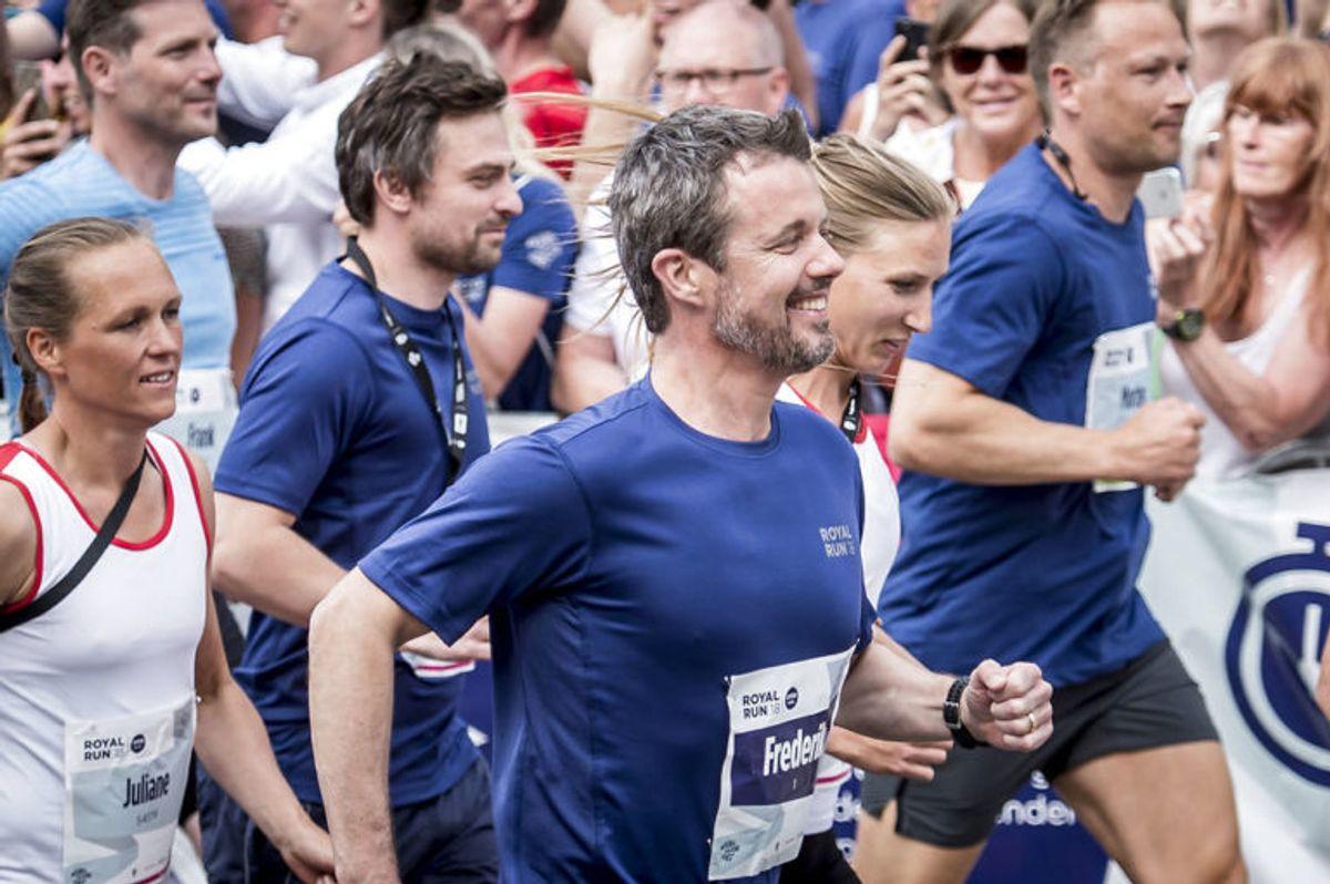 Kronprins Frederik har stor succes med Royal Run. Faktisk har han slået en verdensrekord. KLIK VIDERE OG GENOPLEV DEN STORE DAG. Foto: Scanpix