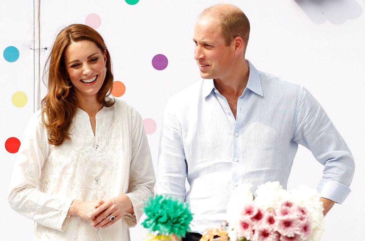 Prins William og frue Kate er på officielt besøg i Pakistan. Det gav problemer i luften. Foto: Peter Nicholls/Scanpix.
