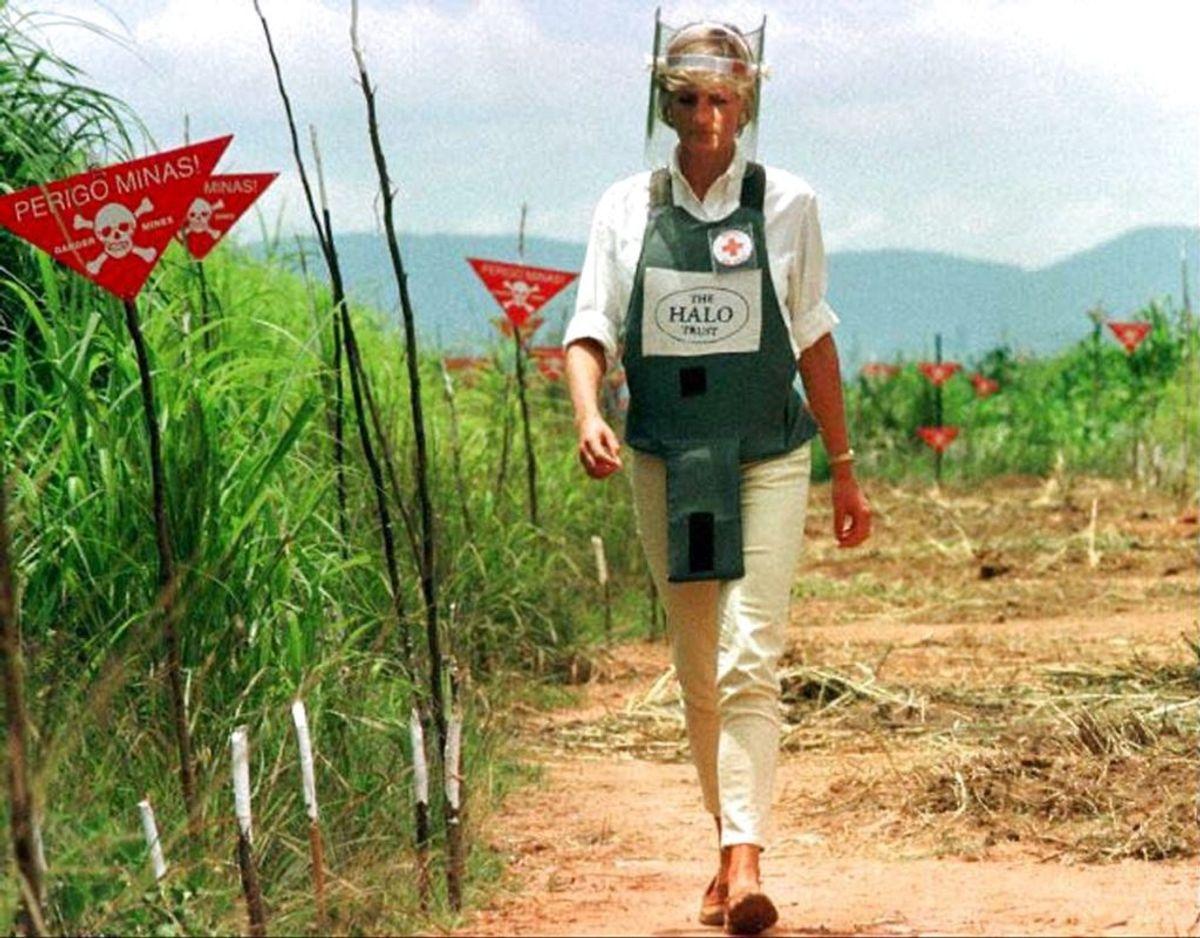 Prinsens afdøde mor, prinsesse Diana, var meget involveret i rydningen af landminer i Angola. Et arbejde, som Harry i flere år har fulgt op på. Klik videre i galleriet for flere billeder. Foto:: Scanpix/Jose Manuel Ribeiro REUTERS