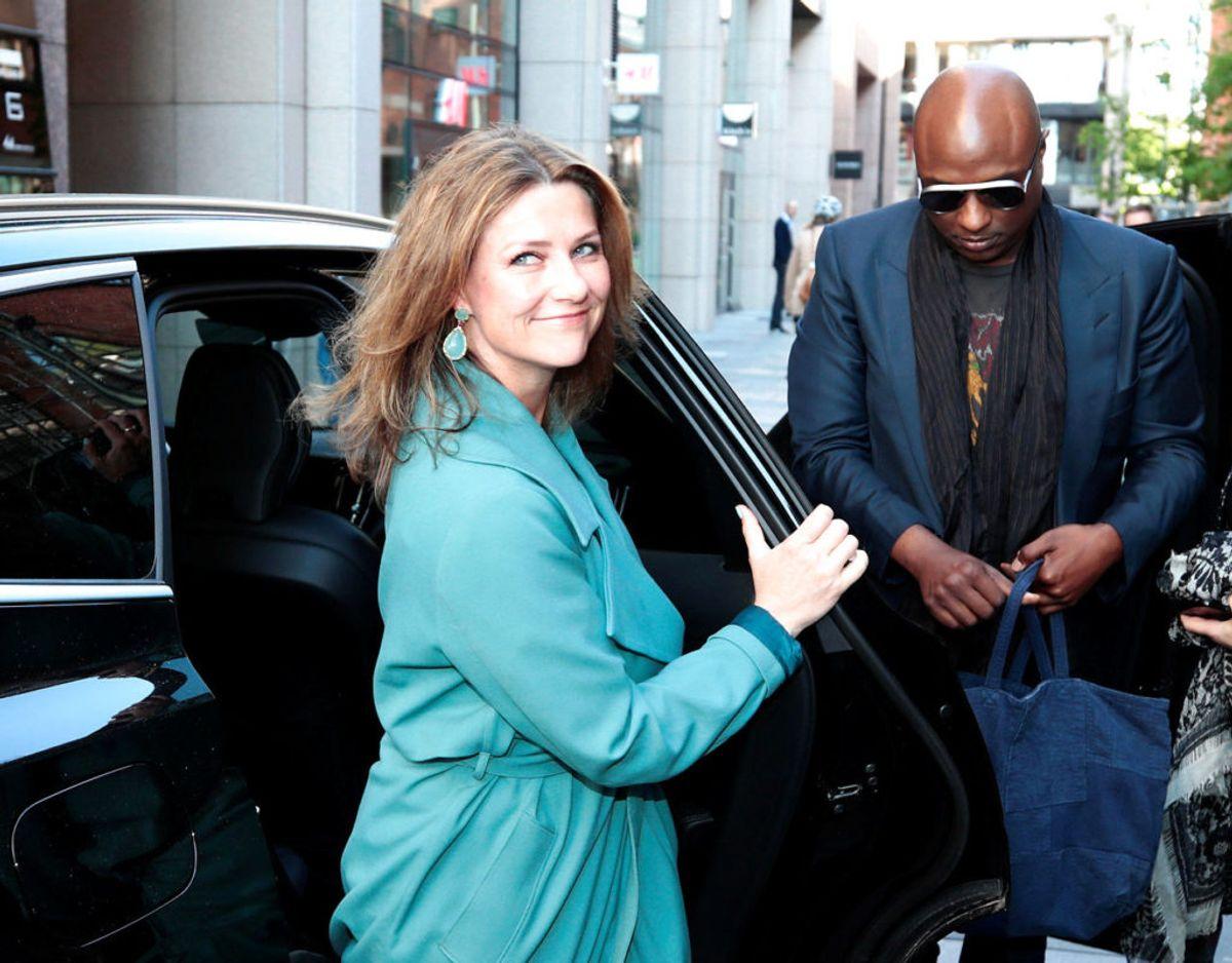 Den norske prinsesse Märtha Louise deltager i konfirmationen. Der hersker tvivl om, hvorvidt hun tager Shaman Durek, sin nye kæreste, med. Foto: Scanpix