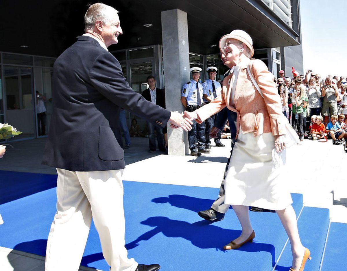 Dronning Margrethe og prins Henrik besøgte JYSKs store domicil ved Uldum. Hermodtages Dronning Margrethe af Lars Larsen. Arkivfoto: Scanpix.