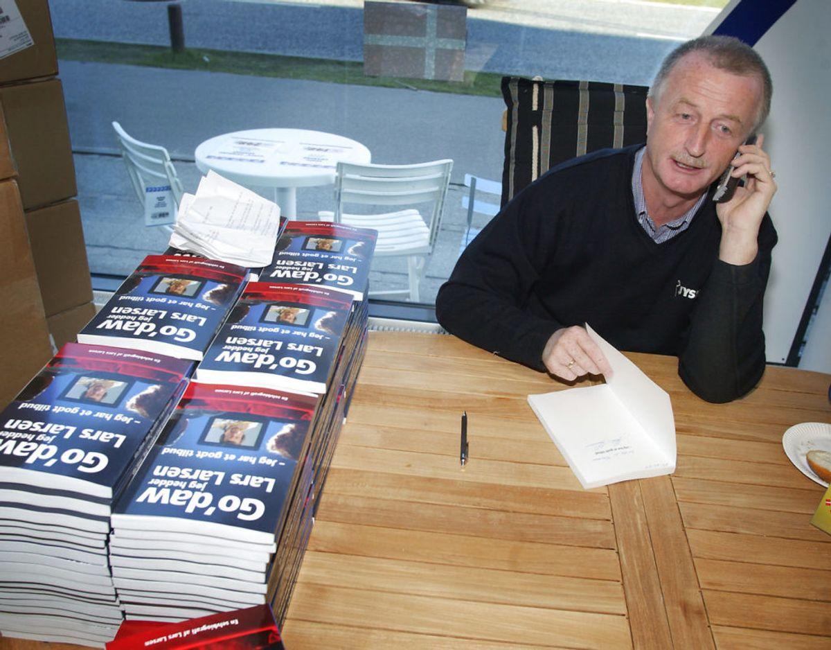 Lars Larsen udgav en  bog, der blev omdelt til samtlige husstande i Danmark med posten. Den hed ganske enkelt: Godaw, jeg hedder Lars Larsen.