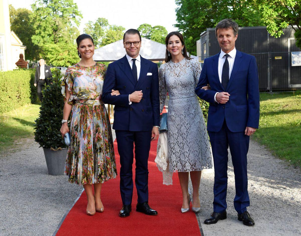 Det er ikke første gang, Kronprinsesse Victoria og Prins Daniel mødes med Kronprins Frederik og Kronprinsesse Mary. Her ses de 29. maj 2017 før en middag i Stockholm. Foto: Maja Suslin/Scanpix.