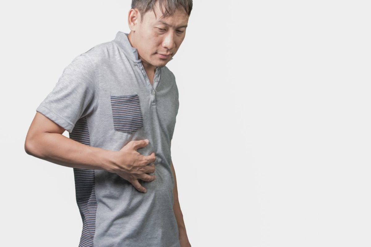 Kræft i leveren vil ofte bemærkes ved, at man kan kan mærke leveren opadtil i maven. (Foto: Shutterstock)