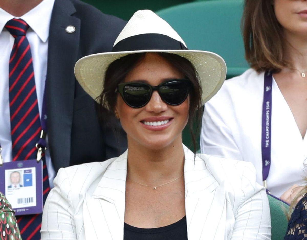 Meghan havde torsdag taget sig tid til at se tennis ved Wimbledon. KLIK FOR FLERE ROYALE TIL TENNIS. Foto: Scanpix