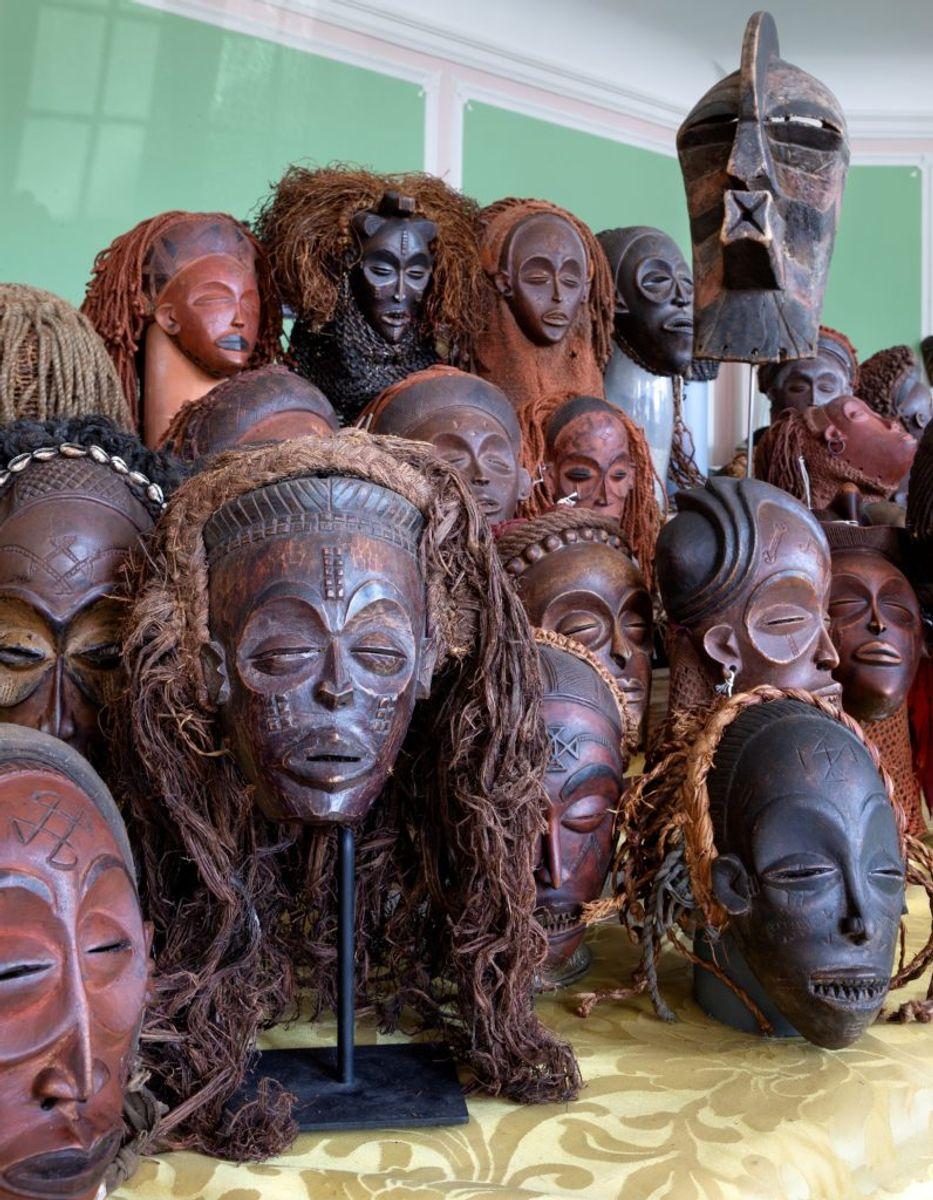 Dette er nogle af artiklerne, som bliver udbudt på auktion. Foto: Bruun Rasmussen
