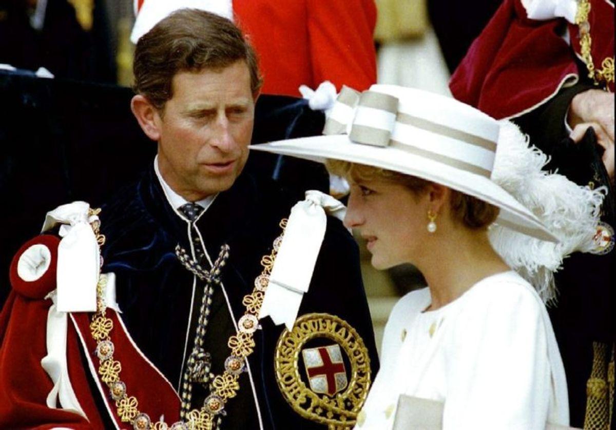 Her ses Diana og prins Charles kort inden et officielt arrangement. Foto: Scanpix