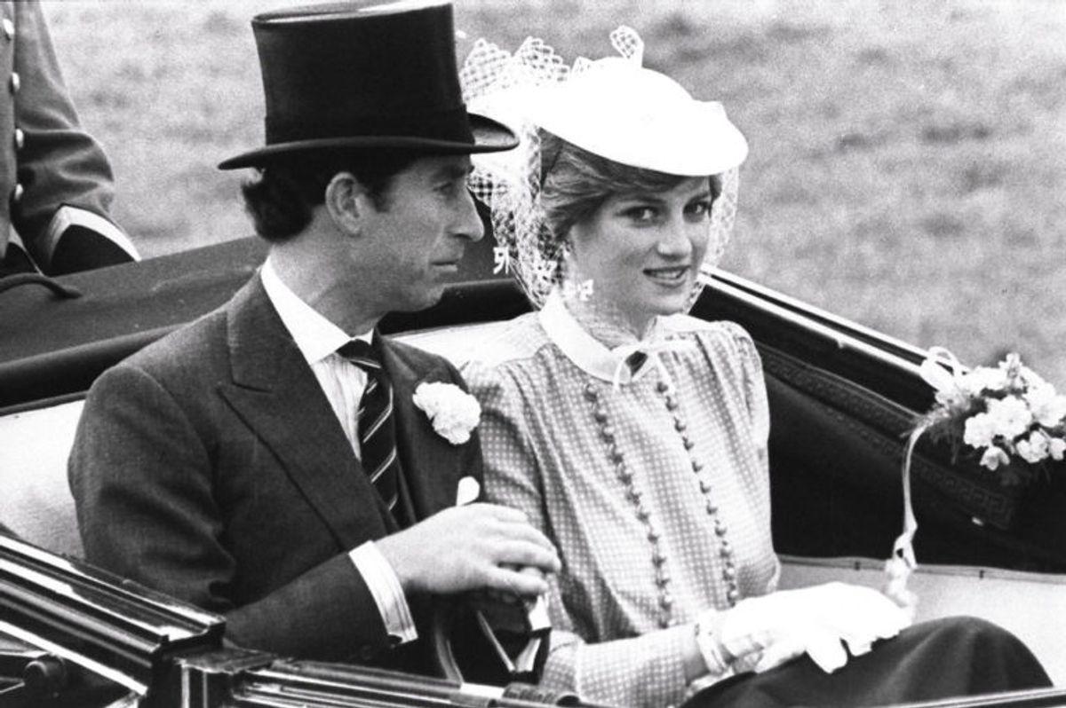 Prins Charles og Diana nyder en karettur inden deres bryllup i 1981. Foto: Scanpix