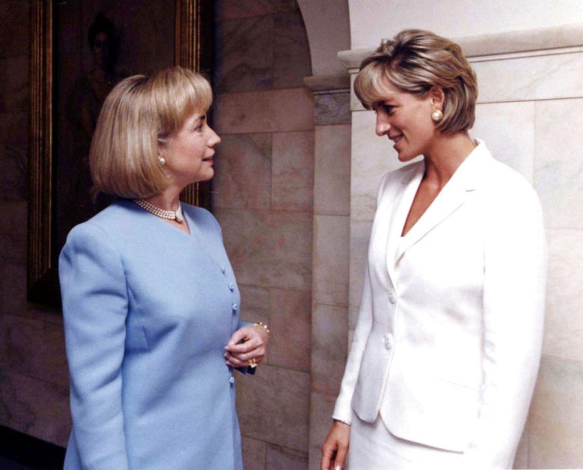Prinsesse Diana møder her Hillary Rodham Clinton, da hun var førstedame i Det Hvide Hus. Foto: Scanpix