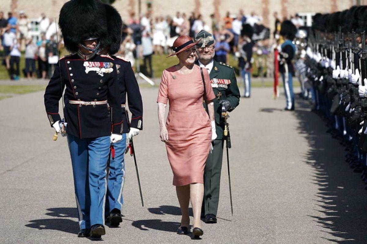 Dronning Margrethe er fredag tilbage i København. KLIK FOR FLERE BILLEDER. Foto: Scanpix