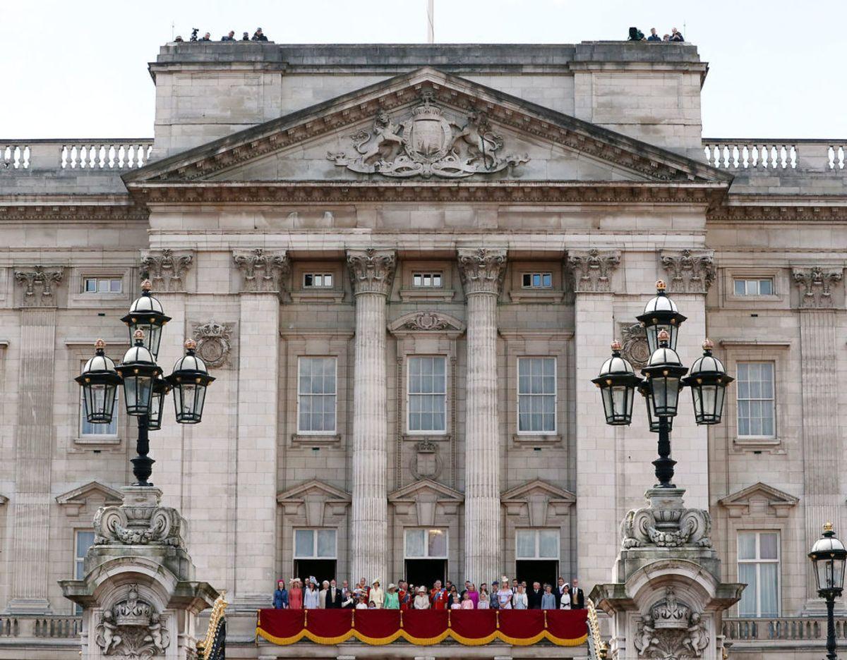 Buckingham Palace betragtes ikke blot som dronningens hjem, men også som hendes arbejdsplads. Derfor tilbringer hun størstedelen af sin tid på paladset. Klik videre i galleriet for flere billeder. Foto: Scanpix/REUTERS/Hannah Mckay