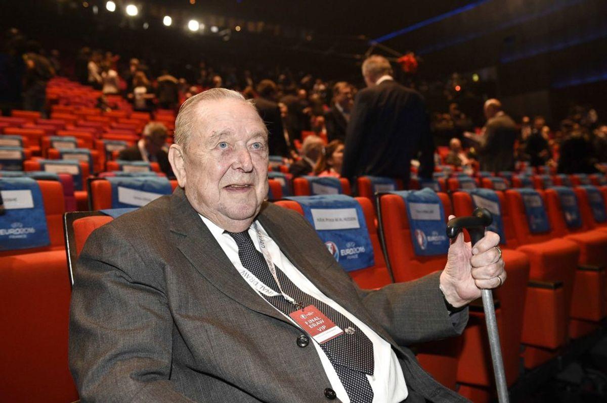 Lennart Johansson, som her ses på et billede fra december 2015, er død. Han blev 89 år. Foto: Franck Fife/AFP