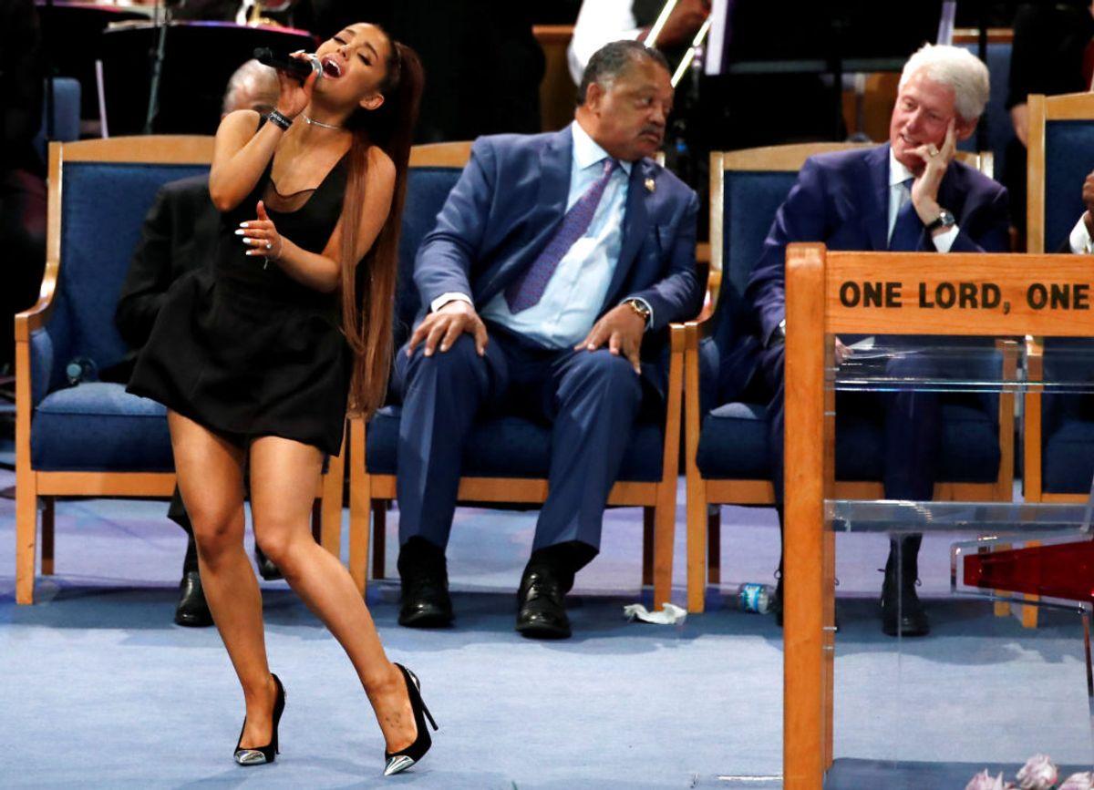 Ariana Grande sang til begravelsen. Foto: Mike Segar/Scanpix.