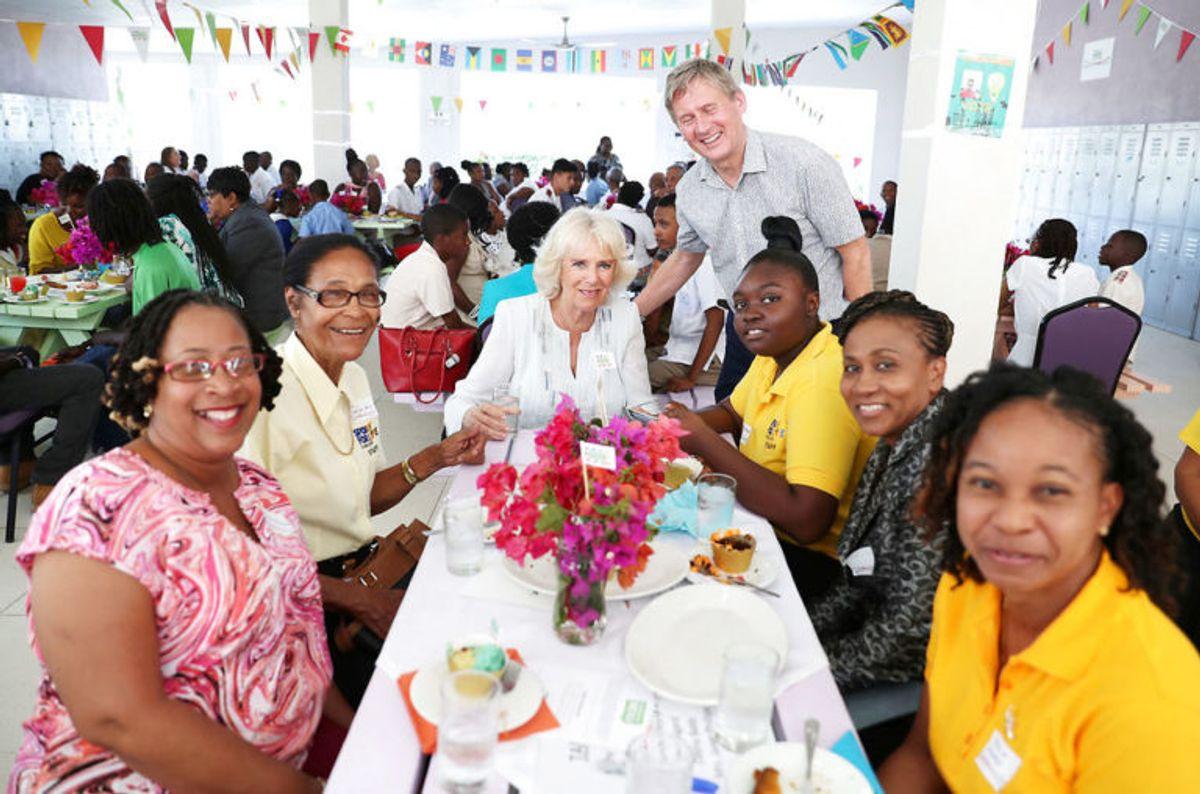 Camilla nød en frokost i hyggeligt selskab. Foto: Scanpix