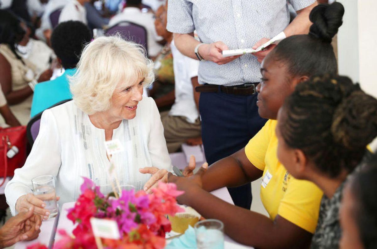 Der var tid til både snak, mad og fordybelse, da hertuginden besøgte. Foto: Scanpix