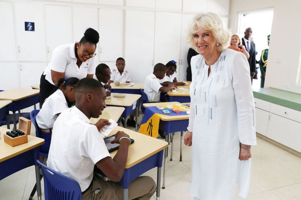 Camilla mødte både ansatte og børn, da hun besøgte skolen. Foto: Scanpix