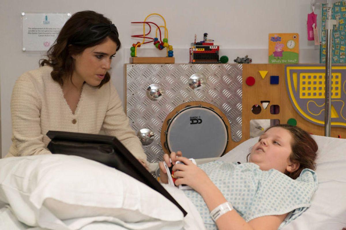 Eugenie tog sig mere end god tid til at tale med patienten Maggie Hawkes på blot 12 år. Foto: Scanpix