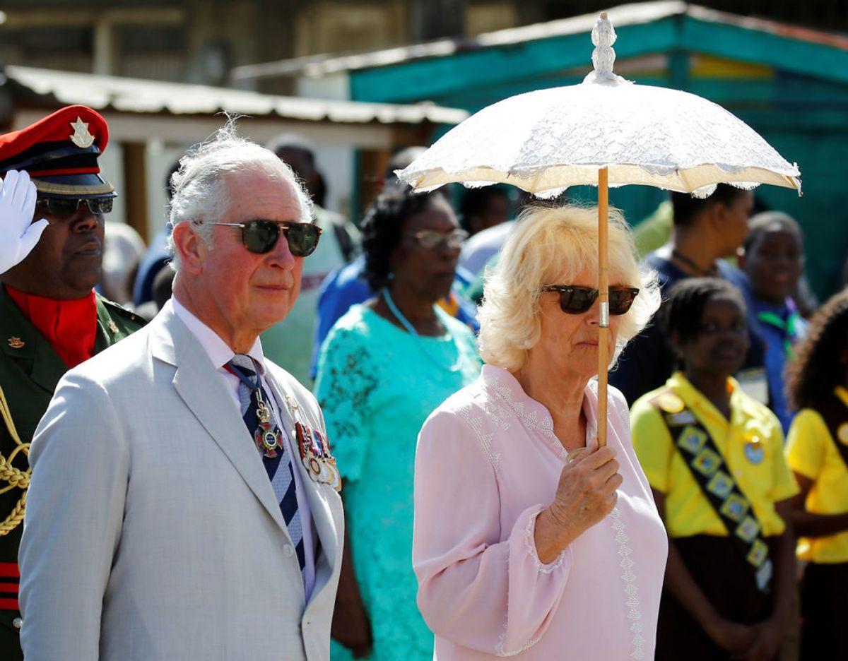 Prins Charles og Camilla er i øjeblikket på en 12-dages rejse i Caribien. Onsdag besøgte de i stegende hede  St. Vincent og Grenadinerne. Klik videre i galleriet for at se billeder fra  besøget. Foto: Scanpix/REUTERS/Phil Noble/Pool