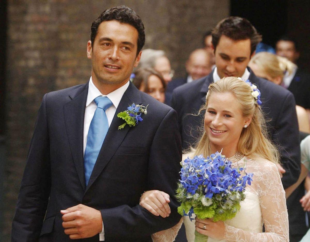 Lady Davina Windsor og hendes mand Gary Lewis arm i arm. Det engelske kongehus har netop bekræftet at parret er blevet skilt. Klik videre i galleriet for at se flere royale skilmisser. Foto: UNG/WPA POOL CHRIS YOUNG / POOL / AFP